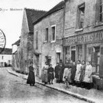 Ancienne carte postale - Maison Galois à Lassy (95)